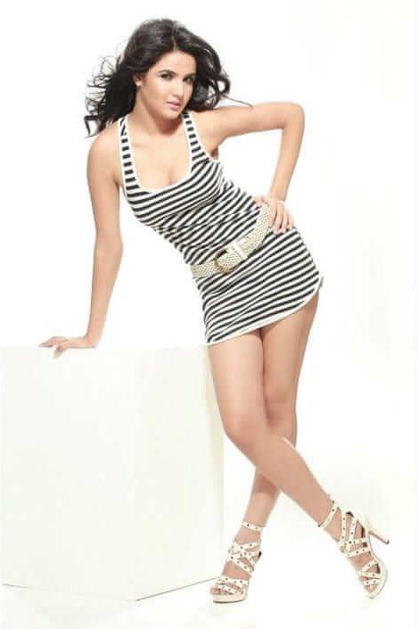 Jasmin Bhasin hot pictures