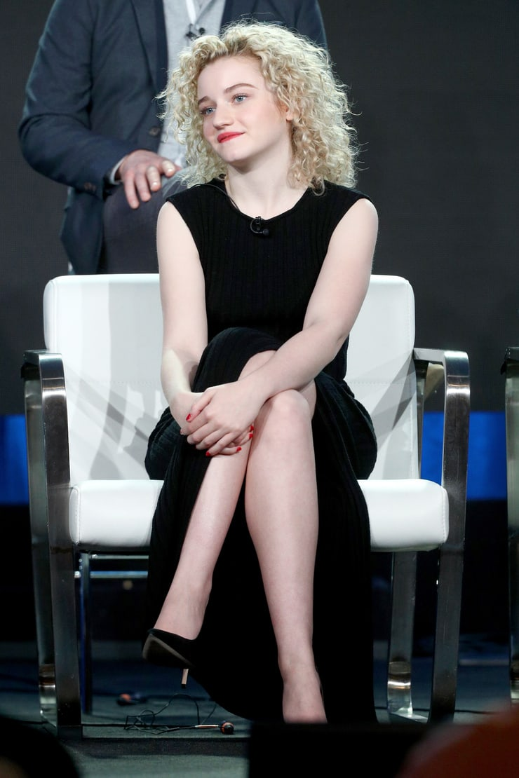 Julia Garner hot