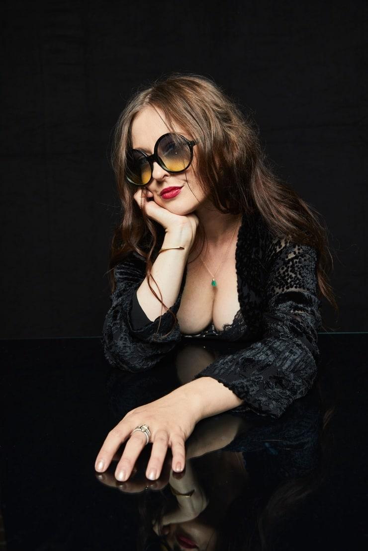 Katharine Isabelle big breast pics