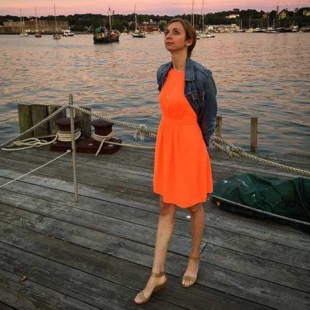 Lauren Lapkus feet pics