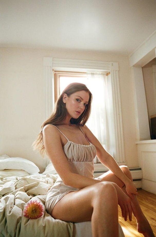 Maggie Geha sexy legs