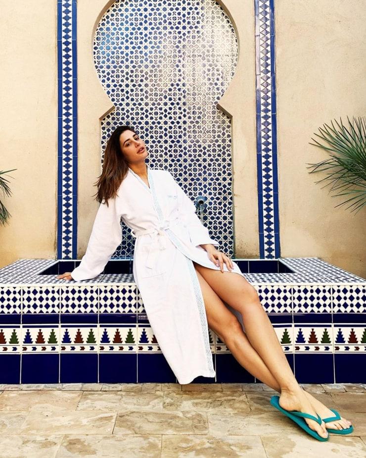 Nargis Fakhri sexy legs
