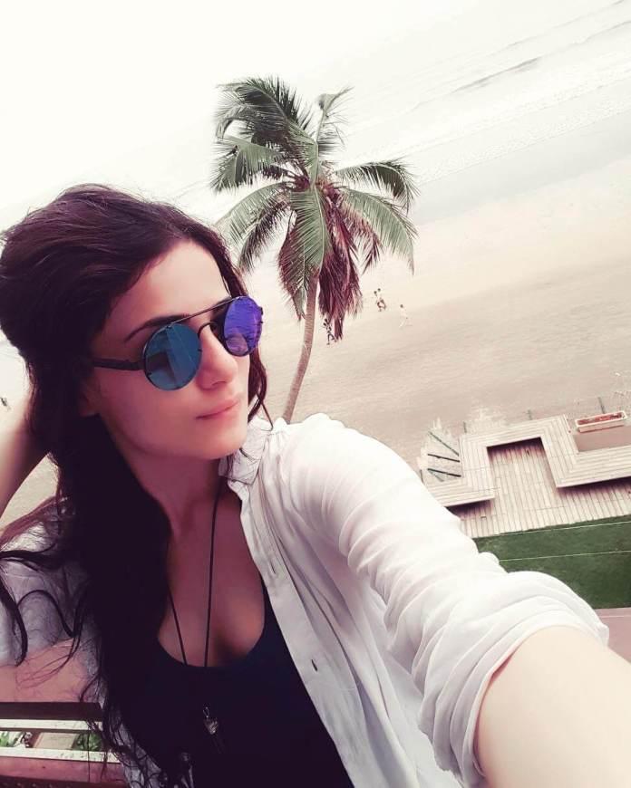 Radhika Madan boobs pics