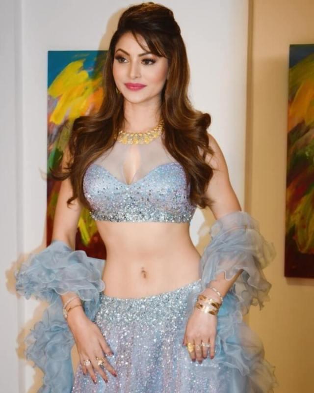 Urvashi Rautela big boobs pics