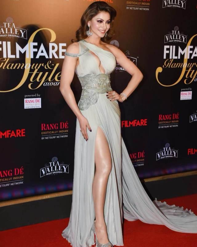 Urvashi Rautela sexy legs