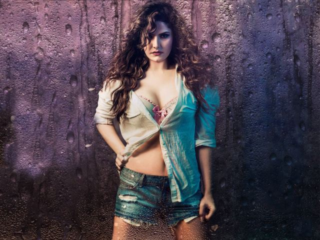 Zareen Khan tits pics