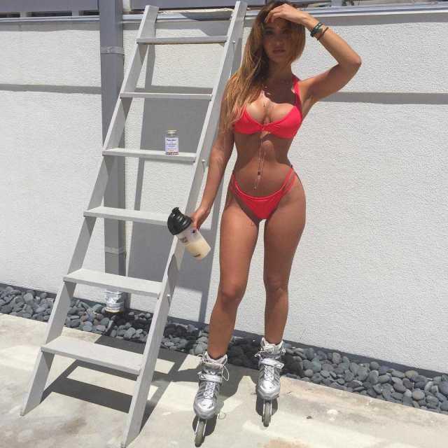 Catherine Paiz sexy