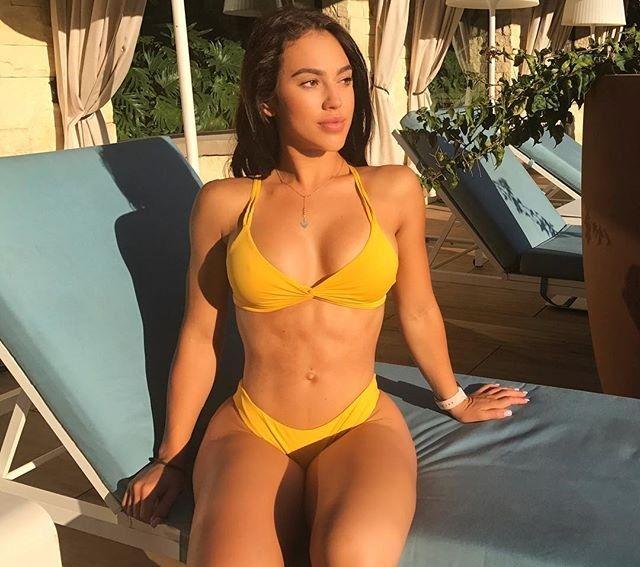 Chrystiane Lopes bikini pics