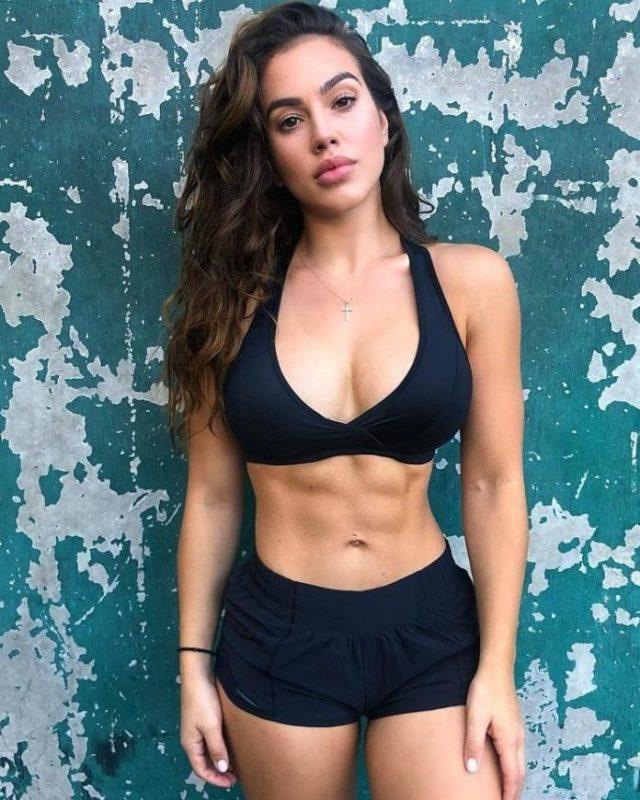 Chrystiane Lopes sexy looks