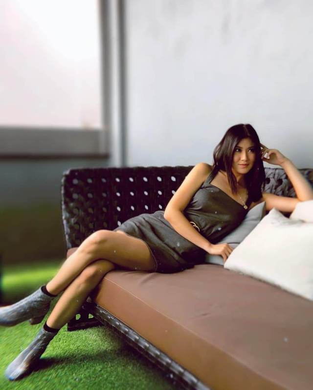 Elizabeth Tan hot looks