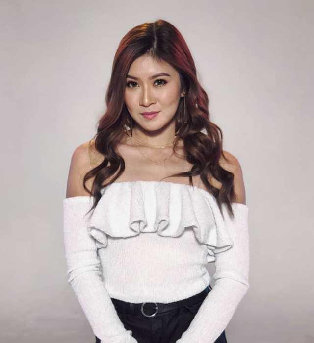 Elizabeth Tan sexy