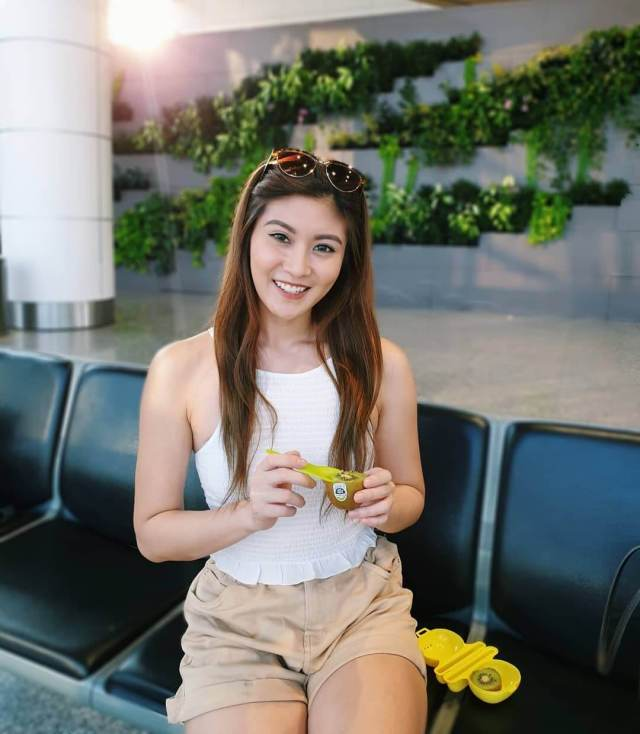 Elizabeth Tan tits