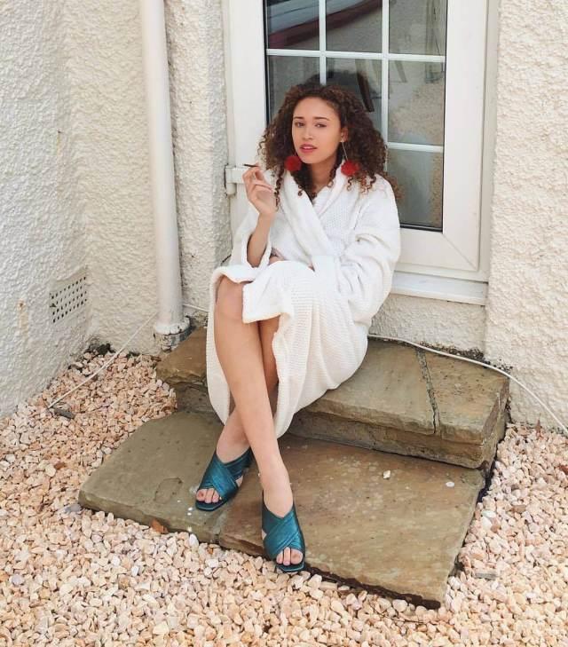 Ella-Rae Smith feet pics