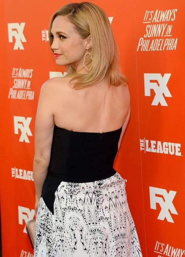 Fiona Gubelmann sexy back
