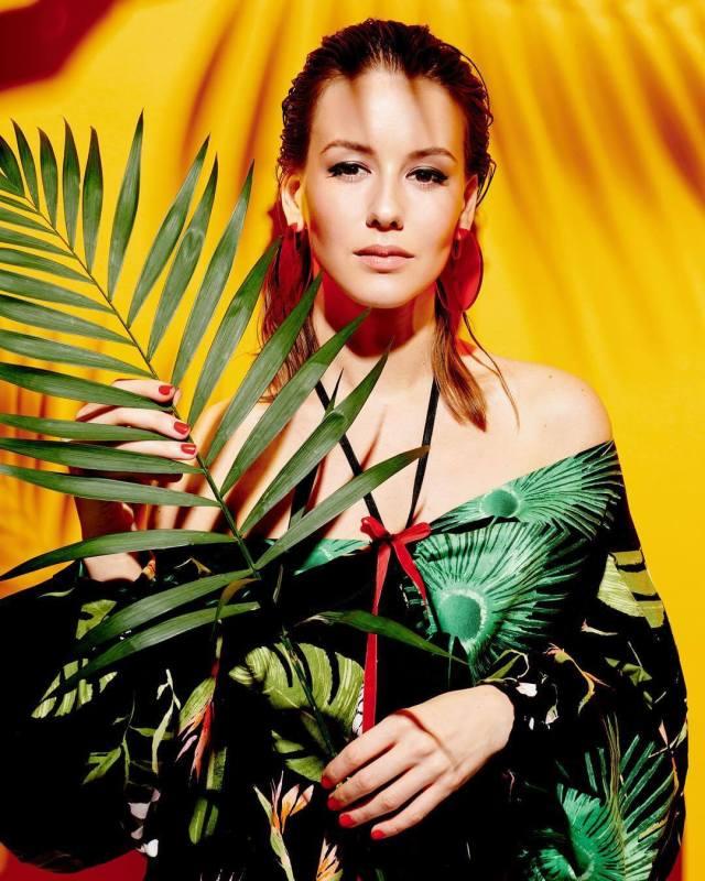 Irina Starshenbaum hot looks