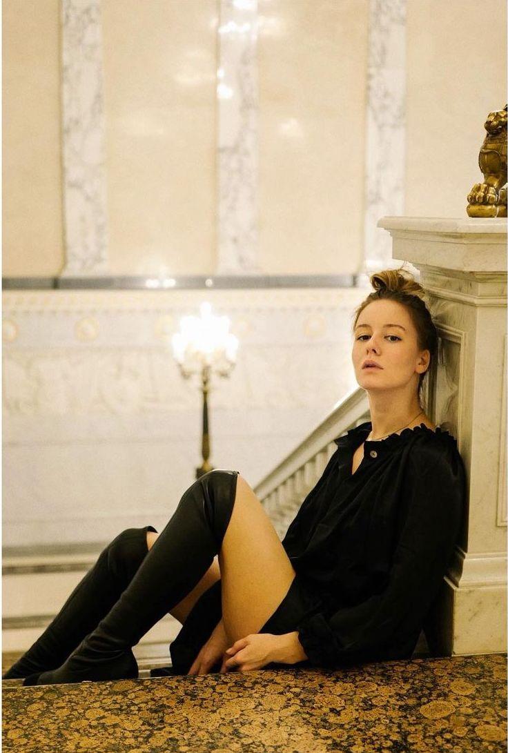 Irina Starshenbaum sexy thigh pics