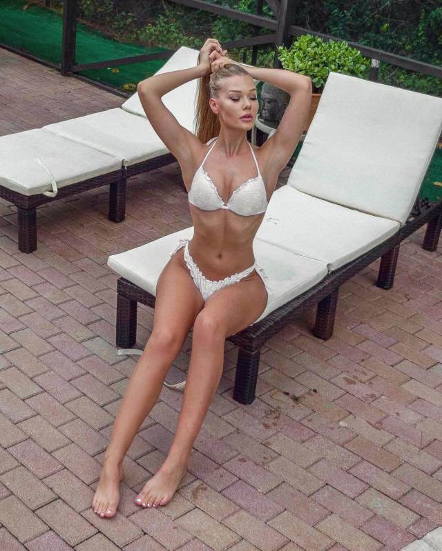 Kim Lamarin sexy legs