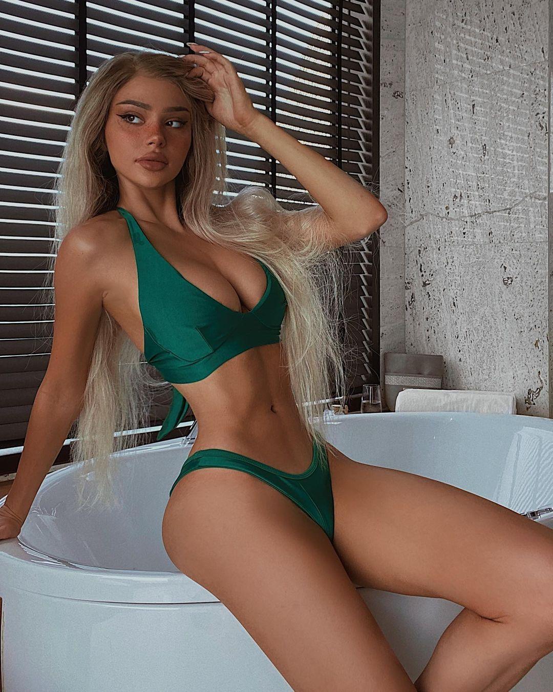 Kristen Hancher hot pictures