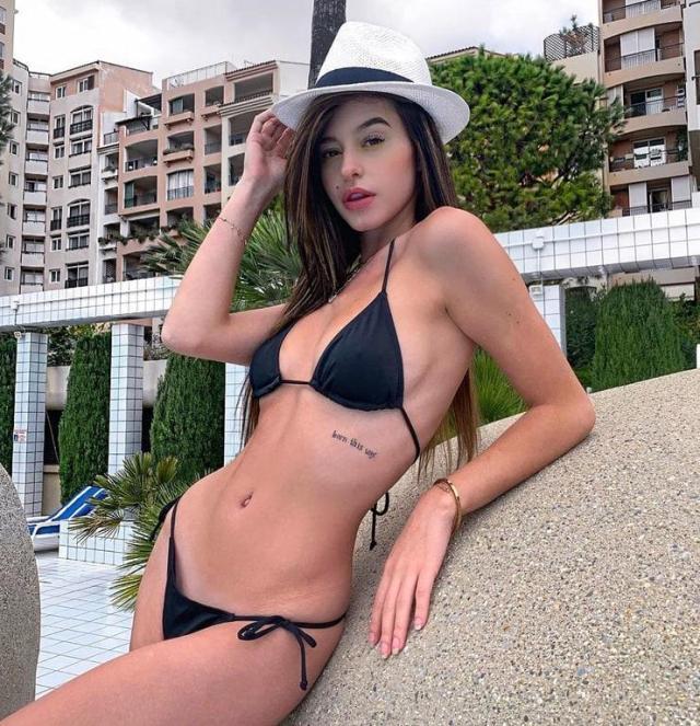 Lea Elui bikini pics