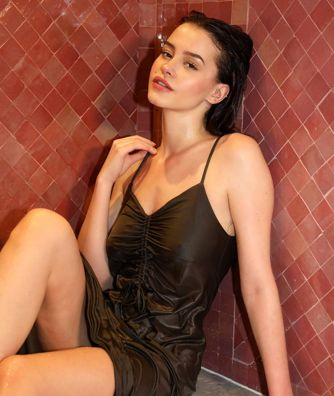 Lea Elui thigh pics