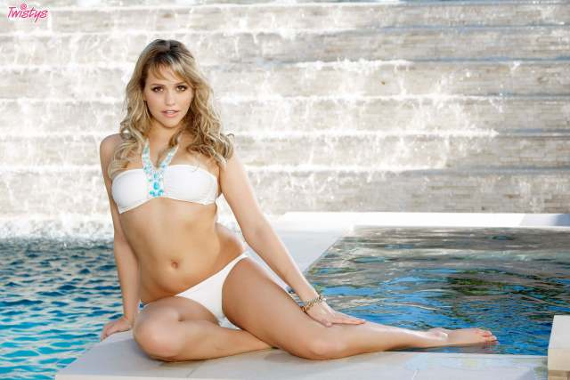 Mia Malkova bikini pics
