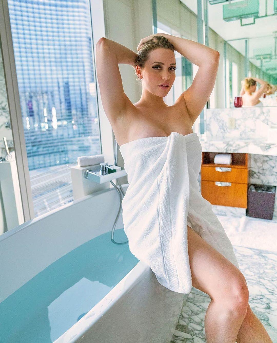 Mia Malkova sexy pictures