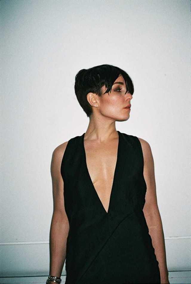 Noomi Rapace tits