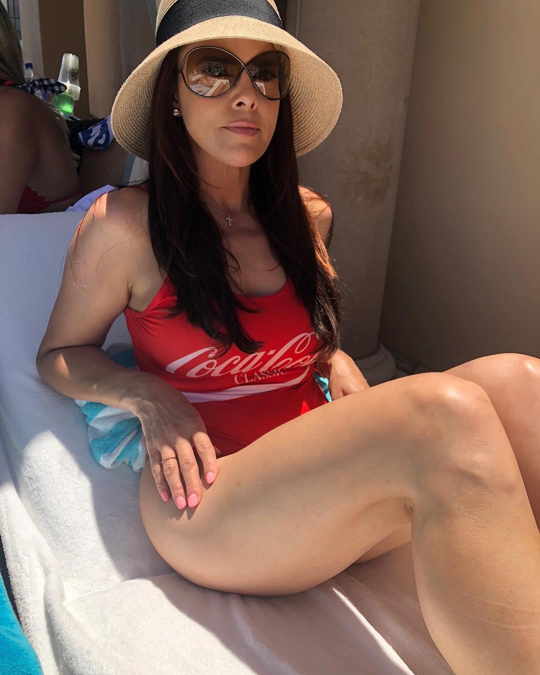 Rosa Blasi big thigh pics