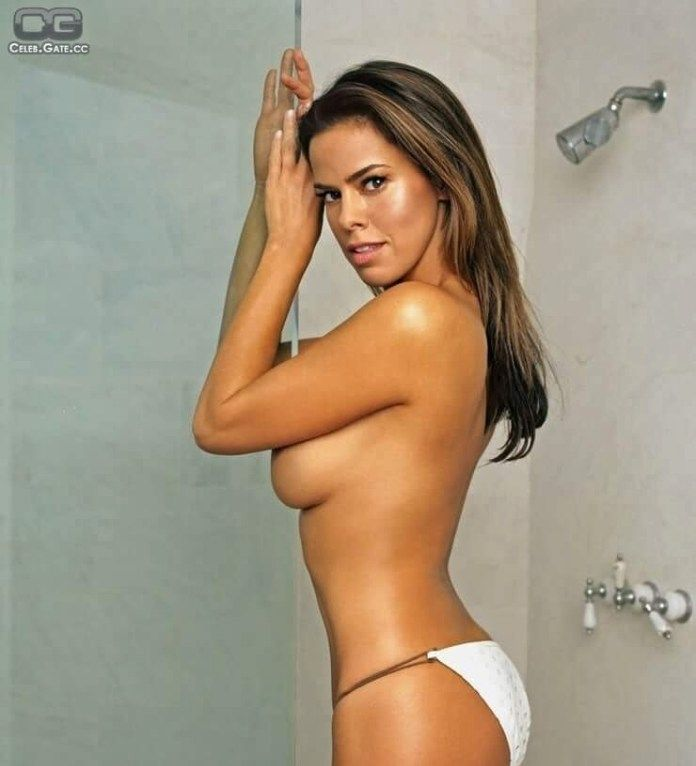 Rosa Blasi topless