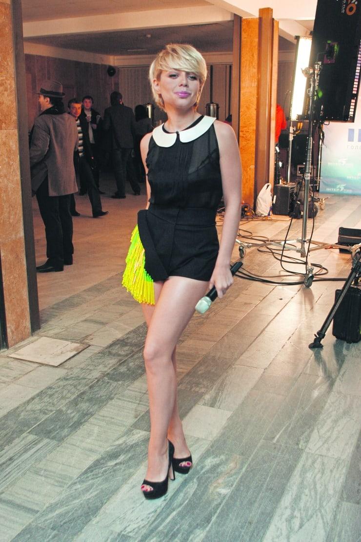 Tina Karol hot looks