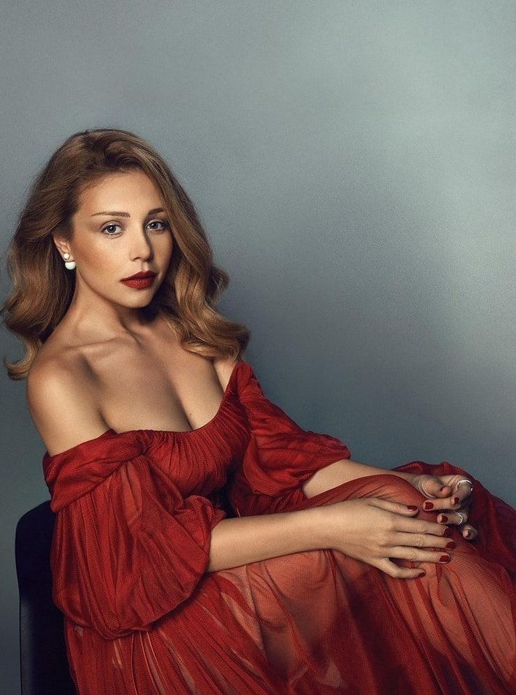 Tina Karol sexy looks
