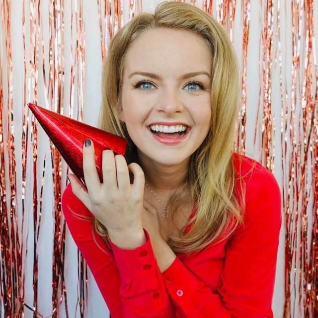 Andrea Brooks smile pics