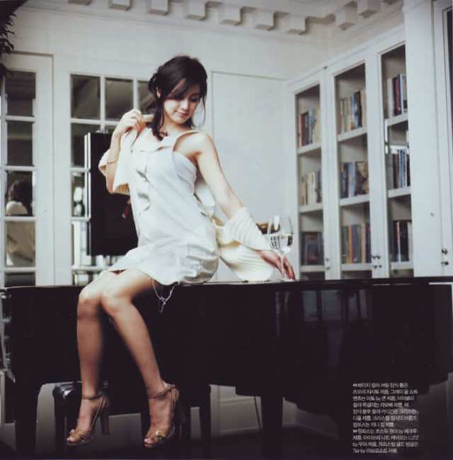 Kim Tae-hee feet pics