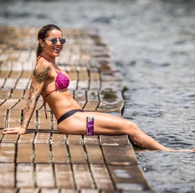 Leticia Bufoni big thigh pics