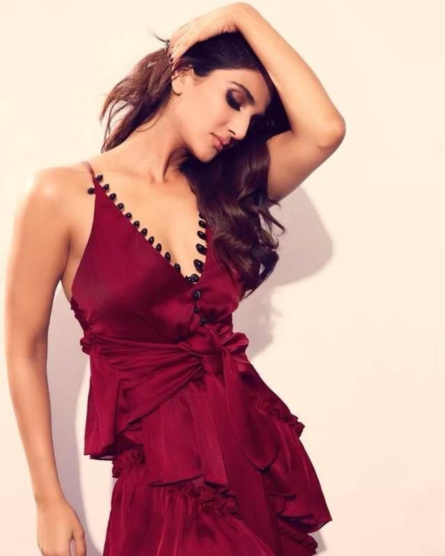 Vaani Kapoor breast pics