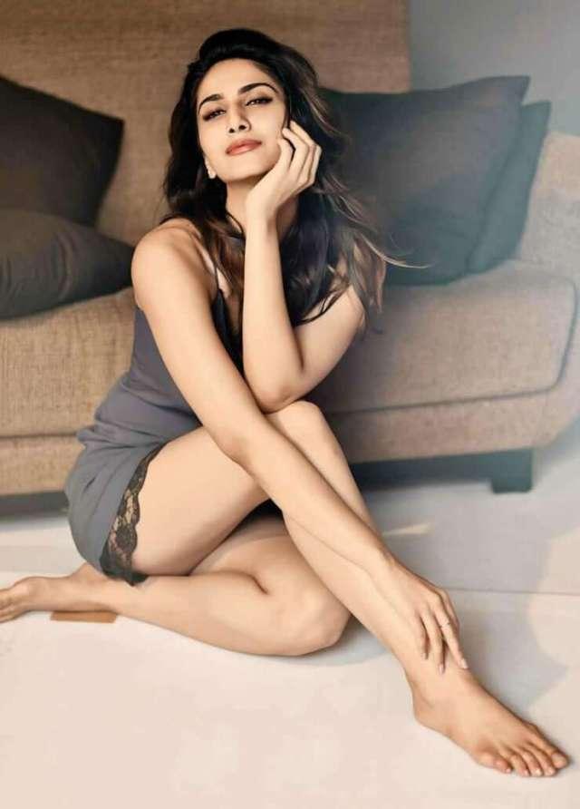 Vaani Kapoor sexy legs