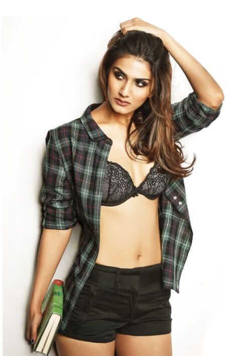Vaani Kapoor tits pics