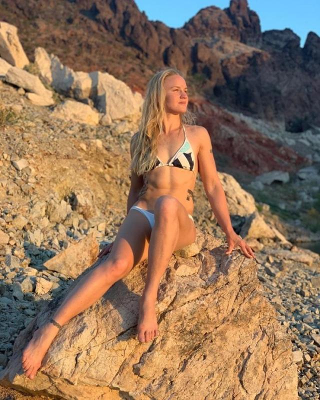 Valentina Shevchenko legs