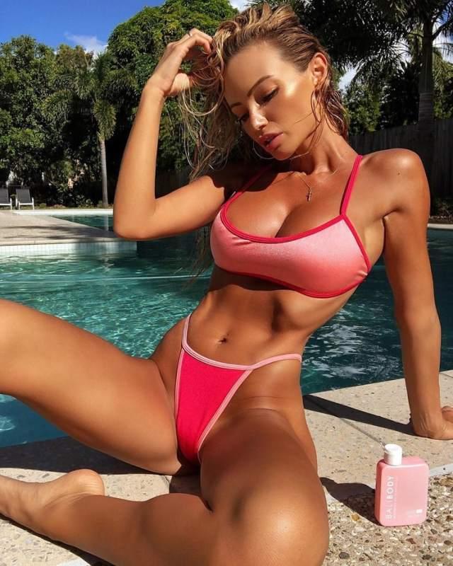 Abby Dowse tits