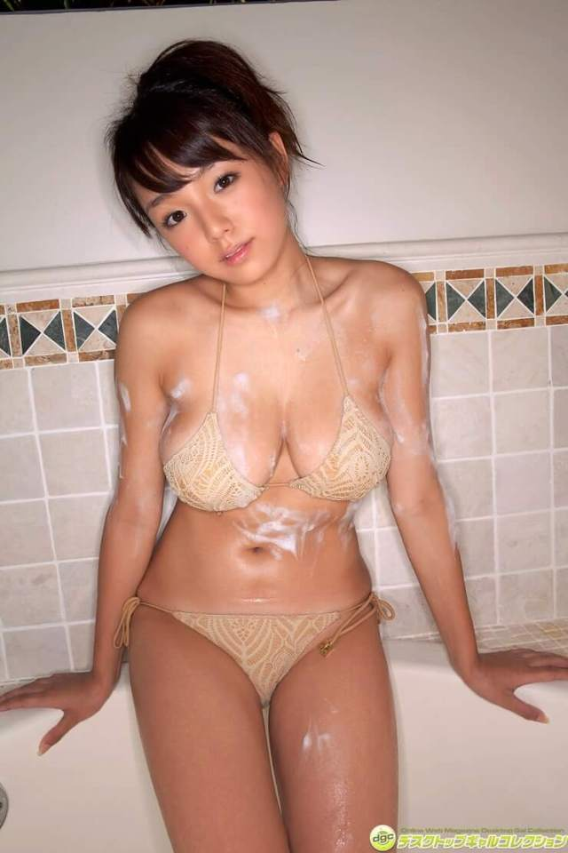 Ai Shinozaki sexy looks