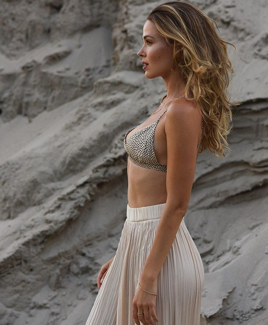 Jocelyn Hudon sexy looks