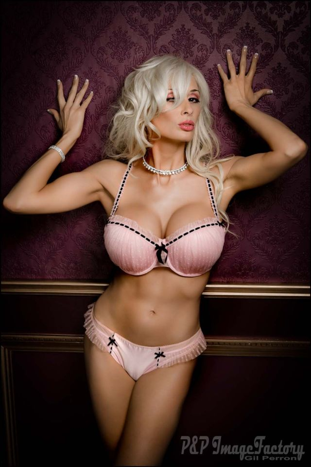 Marie-Claude Bourbonnais bikini pics