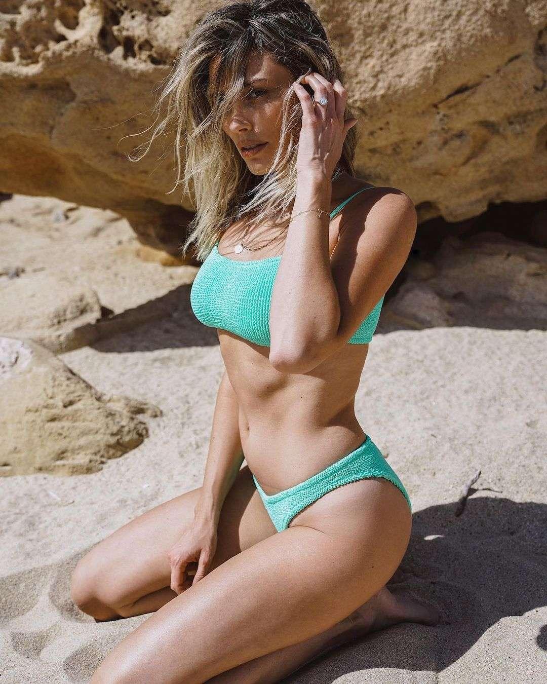 Arielle Vandenberg hot pics