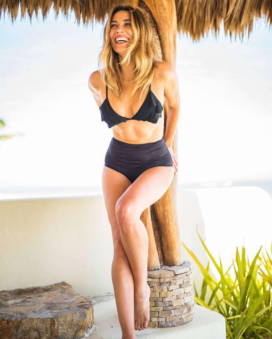 Arielle Vandenberg sexy look