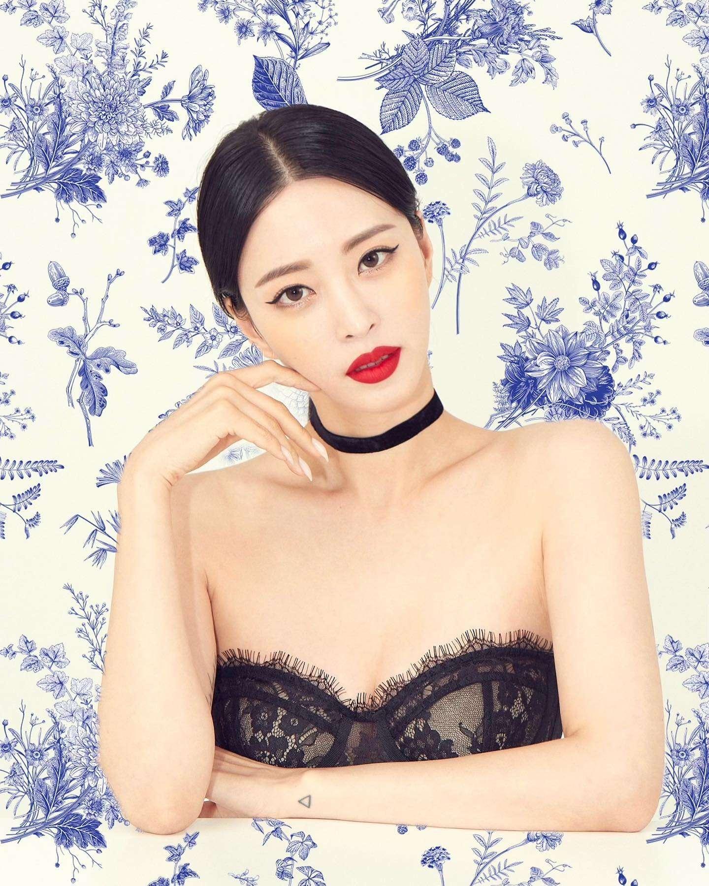 Han Ye Seul sexy pics