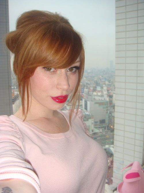 alex sim-wise red lips
