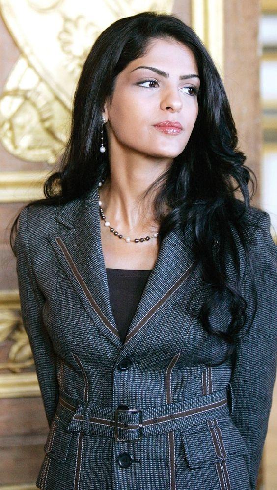 ameerah-al-taweel cleavage