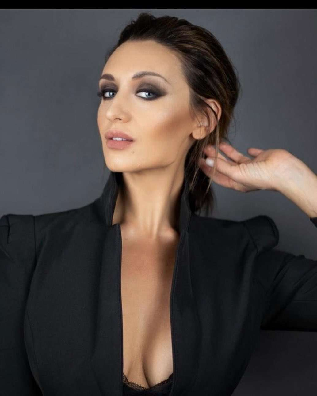 catherine tyldesley cleavage