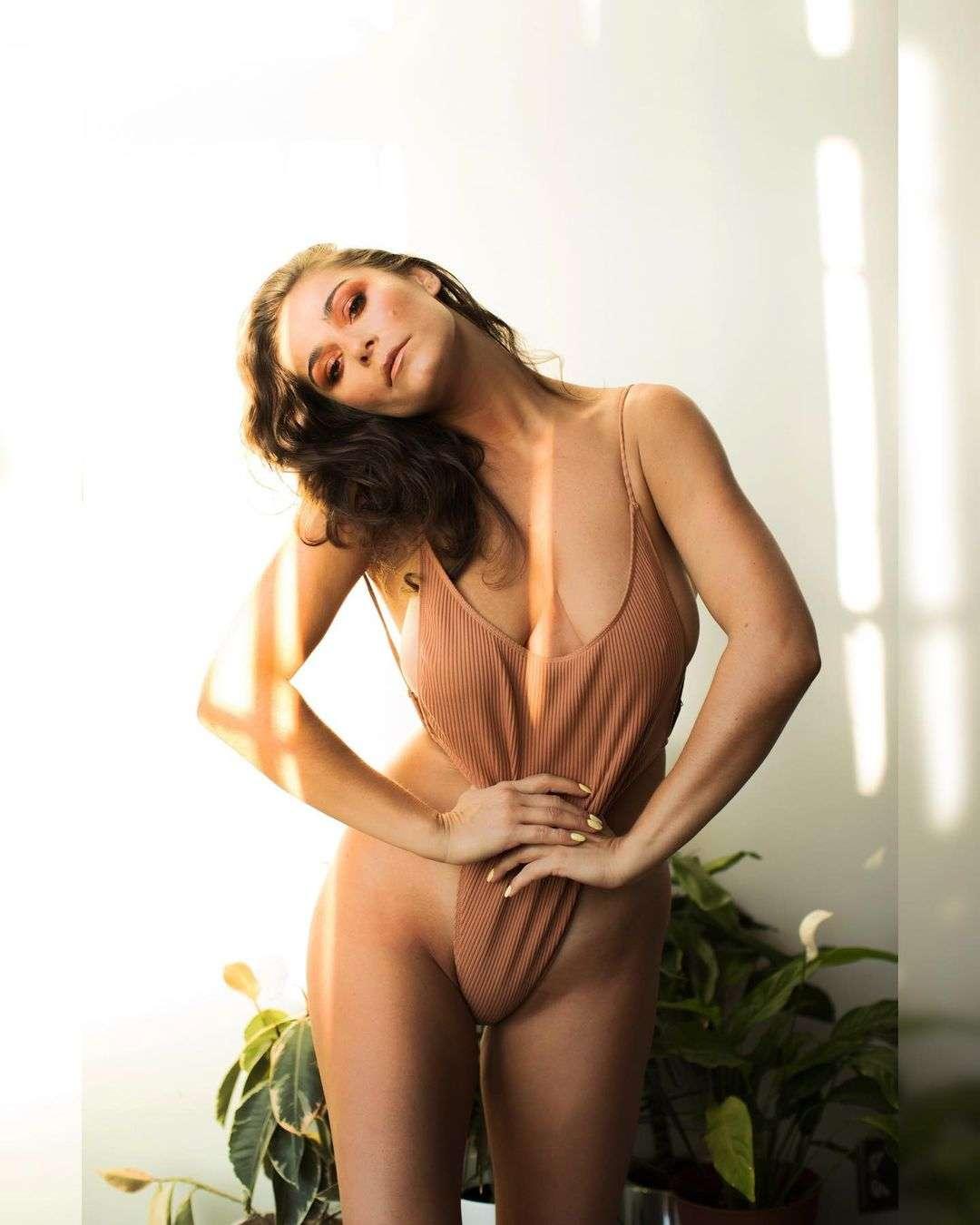 elysia rotaru cleavage