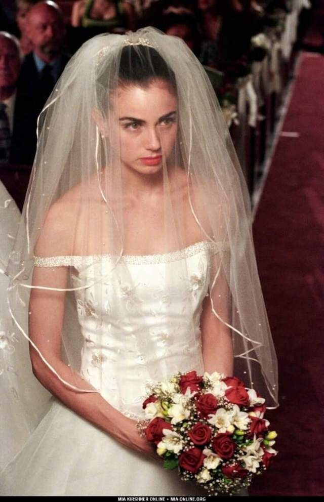 mia kirshner wedding dress